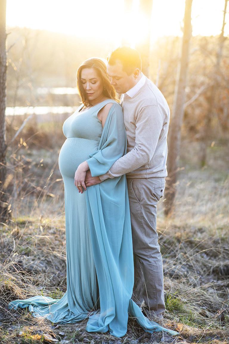 gravidklänningar göteborg gravidfotografering utomhus