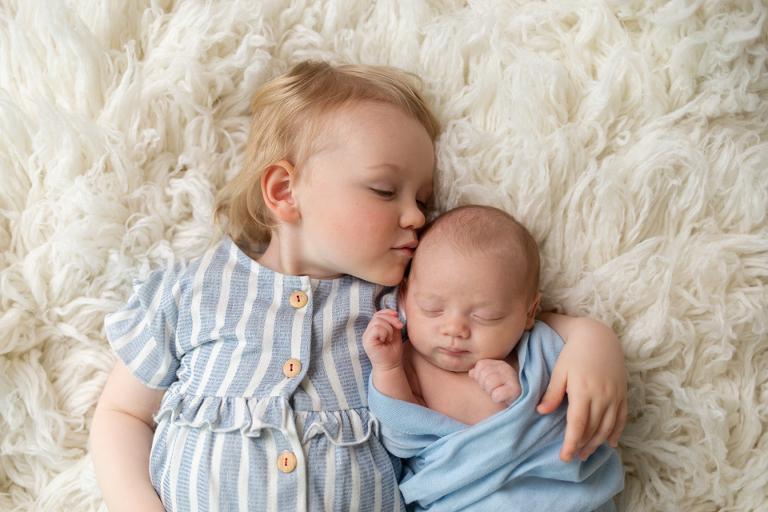nyföddfotografering fotograf göteborg tvillingar
