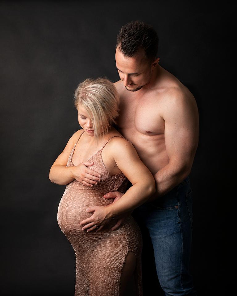 gravidfotografering göteborg gravidbilder Maria Ekblad gravidfoto studio gravidklänningar